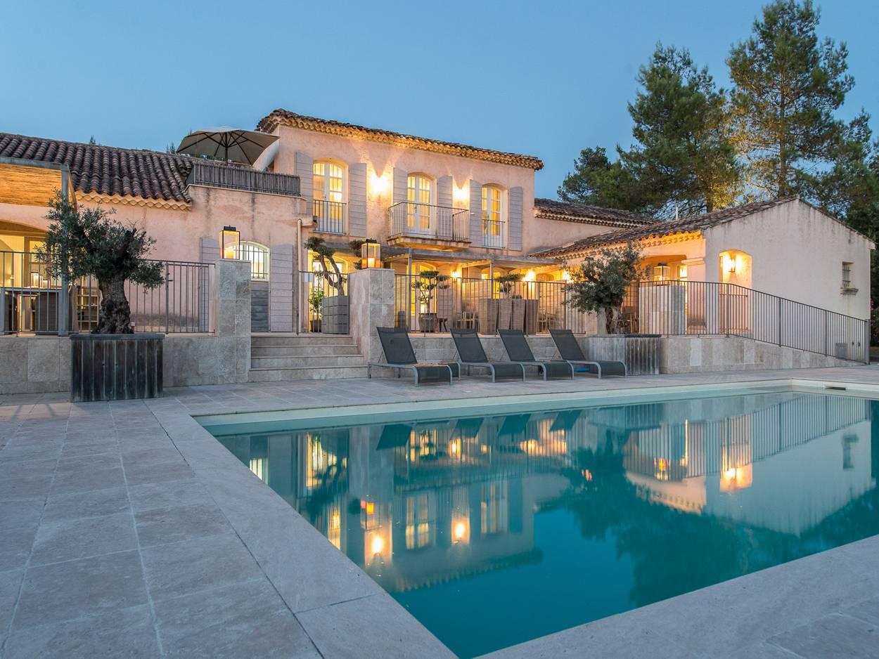 Les plus belles maisons de la cote d azur ventana blog for Maison usinee cote